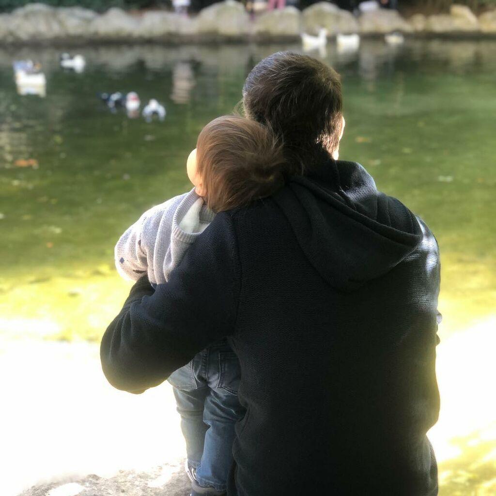 Κώστας Μπακογιάννης: Η τρυφερή φωτογραφία με τον μιικρότερο γιο του με αφορμή το Πάσχα (pic)