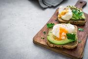 Τοστ. Το ψωμί είναι πολύ καλό για το στομάχι και ειδικά όταν το συνδυάζετε με αβοκάντο που έχει πολλά θρεπτικά συστατικό, είναι ένα γεύμα πληρες και πολύ υγιεινό.