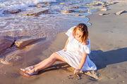 Βιταμίνη D  Έχει λάβει το προσωνύμιο «η βιταμίνη του ήλιου», επειδή πέραν της πρόσληψής της από τα τρόφιμα, παράγεται φυσικά από τον οργανισμό μας όταν η ηλιακή ακτινοβολία έρχεται σε επαφή με το δέρμα μας. Η συνετή έκθεσή σας στον ήλιο τις προβλεπόμενες ώρες, δηλαδή, νωρίς το πρωί και αργά το απόγευμα, θα βοηθήσει τον οργανισμό σας να παράγει περισσότερη βιταμίνη D.
