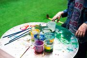 Αφήστε τα να ζωγραφίσουν και να λερώσουν το μπαλκόνι ή την αυλή σας.