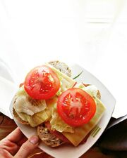 Με μαρούλι και ντομάτα