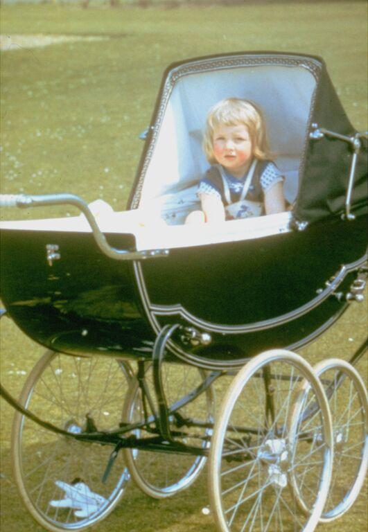 Η πριγκίπισσα Diana το 1962, λίγο πριν γιορτάσει τα πρώτα της γενέθλια.