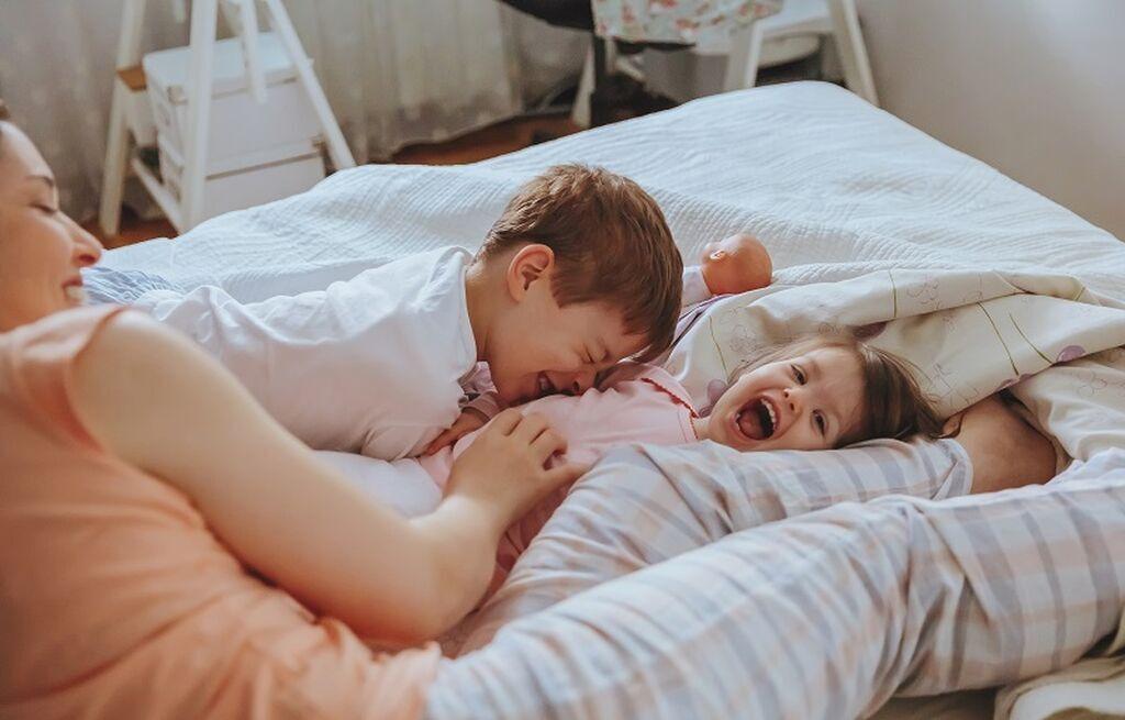 1. Αν σας διηγηθεί η φίλη σας μία ιστορία για το παιδί της, μην της πείτε μία καλύτερη ιστορία για το δικό σας παιδί. Αφήστε την να μοιραστεί τη χαρά για το μικρό της, χωρίς να νιώσει ότι κάποιος προσπαθεί να την επισκιάσει.
