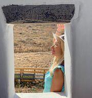 Η Ελένη φέτος θέλησε να διαφημίσει τις ομορφιές της Ελλάδας και των νησιών της με τον πιο έξυπνο τρόπο! Μέσα από τα ποστ και τις φωτογραφίες της.