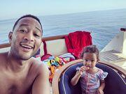 Teigen και Legend κάνουν διακοπές στην Ιταλία με τα παιδιά τους και θα θέλαμε να μας υιοθετήσουν