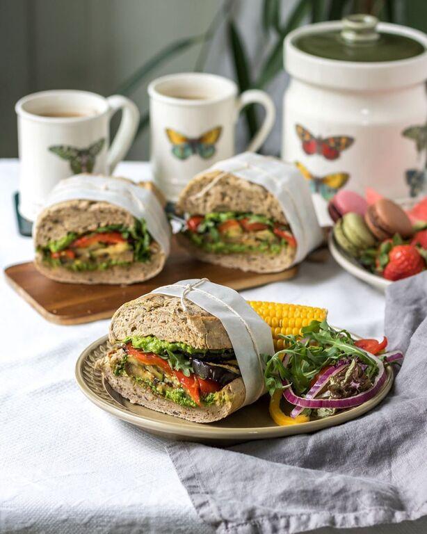 """Σάντουιτς ολικής άλεσης με λαχανικά - Ένα πολύ καλό γεύμα που θα """"κρατήσει"""" για πολλές ώρες το παιδί σας και θα του δώσει όλη την απαραίτητη ενέργεια"""