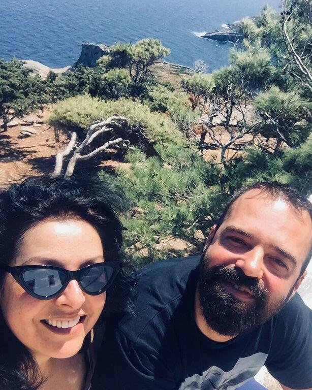 Με τον σύζυγό της Νίκο Συμεωνίδη .