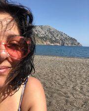 """""""Ποτε ξανά μακιγιαζ στην παραλία κορίτσια!!!!!??? Be natural!!!!"""" ήταν το σχόλιό της ηθοποιού στο πρόσφατο post που έκανε στο Instagram."""