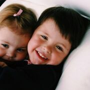 """Ο Dylan σαν μεγάλος αδερφός φαίνεται ότι έχει αδυναμία και στη μικρή του αδερφή. """"Χρόνια πολλά στον καλύτερο φίλο και και στην καλύτερη αδερφή που θα μπορούσε να έχει ποτέ κανείς""""της ευχήθηκε στα γενέθλιά της."""
