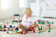 Οι εμμονές με τα τρένα, τα φορτηγά, τα αυτοκίνητα ή του δεινόσαυρους κάνουν τα παιδιά εξυπνότερα