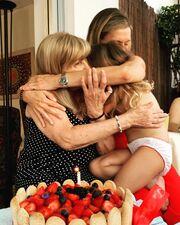 Μας εύχομαι να περάσουμε πολλά πολλά ακόμα χρόνια, έτσι και καλύτερα. Σε αγαπώ, η κόρη σου( που ενίοτε σε βασανίζει...) #happybirthday #lastnight #familylife #familylove #threegenerations #strongrelationships #loveyoutothemoonandback❤️ #grandmotherandgranddaughter», σχολίασε η Ζέτα Δούκα, κάτω από αυτή τη φωτογραφία που δείχνει τις τρεις γενιές αγκαλιασμένες!
