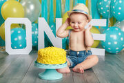 3. Σκεφτείτε ποια μέρα θα κάνετε το πάρτι Ίσως είναι καλύτερα να μην κάνετε το πάρτι ανήμερα των γενεθλίων του  μικρού σας αλλά λίγες ημέρες πριν ή μετά. Αυτό γιατί τα πρώτα γενέθλια του μωρού συνοδεύουνται και από επίσκεψη στον γιατρό κάτι που μπορεί να του προκαλέσει ανησυχία και γκρίνια