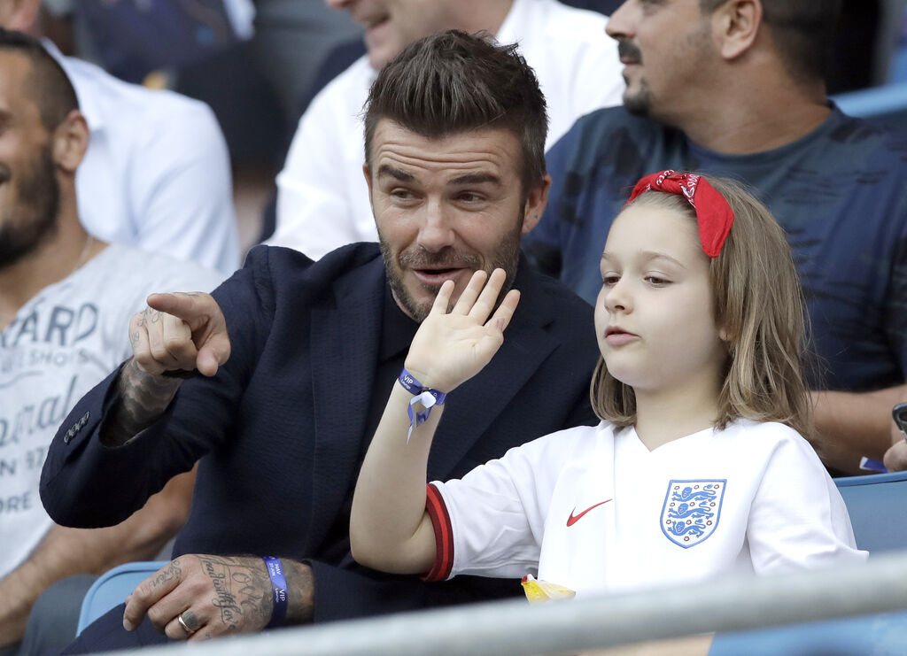 David Beckham: Φίλησε ξανά την κόρη του στο στόμα - Γιατί πρέπει να μας νοιάζει όμως; (vid+pics)