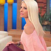 Η 49χρονη παρουσιάστρια έχει υιοθετήσει και ένα ενταλώς διαφορετικό μακιγιάζ