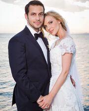 Η Χριστίνα Αλούπη και ο σύζυγός της Κωνσαντίνος Κέφαλος ανέβηκαν τα σκαλιά της εκκλησίας το 2017 και μένουν μόνιμα στο εξωτερικό με τους γιους τους.