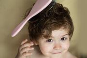 Αποφύγετε τις πλεξούδες και λαστιχάκια στα μαλλιά του μωρού σας