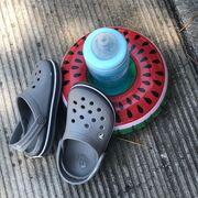«Καρπούζι, νερό και πέδιλα. Δηλαδή καλοκαίρι! #summer #watermelon #water #sandals #swimming #myson»
