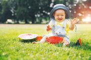 Είναι πιο πιθανό να είναι αριστερόχειρες: Μελέτες έχουν δείξει ότι τα μωρά που γεννιούνται από τον Μάρτιο έως τον Ιούλιο είναι «πολύ πιο πιθανό» να γράφουν με το αριστερό. (Έρευνα: https://www.ncbi.nlm.nih.gov/pubmed/10213539)