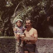5. Να έχουν καλοσύνη: O πατέρας του Γιώργου Λιάγκα, του δίδαξε την καλοσύνη, τις αξίες και την πραγματική ουσία της ζωής. Το ίδιο προσπαθεί να διδάξει στους γιους του και όπως φαίνεται μέχρι στιγμής, κάνει θαυμάσια δουλειά.