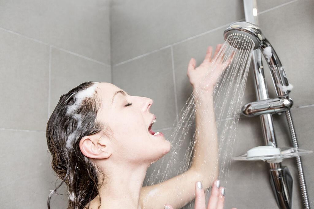 Εάν ακόμα και τα πέντε λεπτά που χρειάζεστε μόνη στο μπάνιο φαντάζουν όνειρο, τότε σίγουρα με αυτήν την μαμά θα ταυτιστείτε.