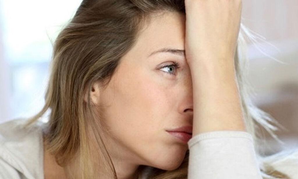 «Προς το παρόν η σύνθετη, αλληλένδετη και πολύπλοκη φύση του συνδρόμου καθιστά τη θεραπεία του δύσκολη. Η αντιμετώπισή του επικεντρώνεται στην ανακούφιση των συμπτωμάτων», διευκρινίζει η Δρ. Κοΐνη, προσθέτοντας ότι αρχικά προέχει η αναζήτηση και ο εντοπισμός τους. Οι ασθενείς υποβάλλονται σε ειδικές κυτταρικές εξετάσεις και η θεραπεία τους καθορίζεται από τα αποτελέσματα. Η μέση διάρκεια αυτής είναι 6 μήνες, ωστόσο οι ασθενείς νοιώθουν αξιοσημείωτη βελτίωση από τις πρώτες εβδομάδες. Η θεραπεία αποσκοπεί στην επαναφορά της φυσιολογικής λειτουργίας των επινεφριδίων, η οποία επιτυγχάνεται με αλλαγή της διατροφής, λήψη φυσικών (βιομιμητικών) ορμονών και αποκατάσταση οποιασδήποτε ανεπάρκειας, Κυτταρικού Επιπέδου.