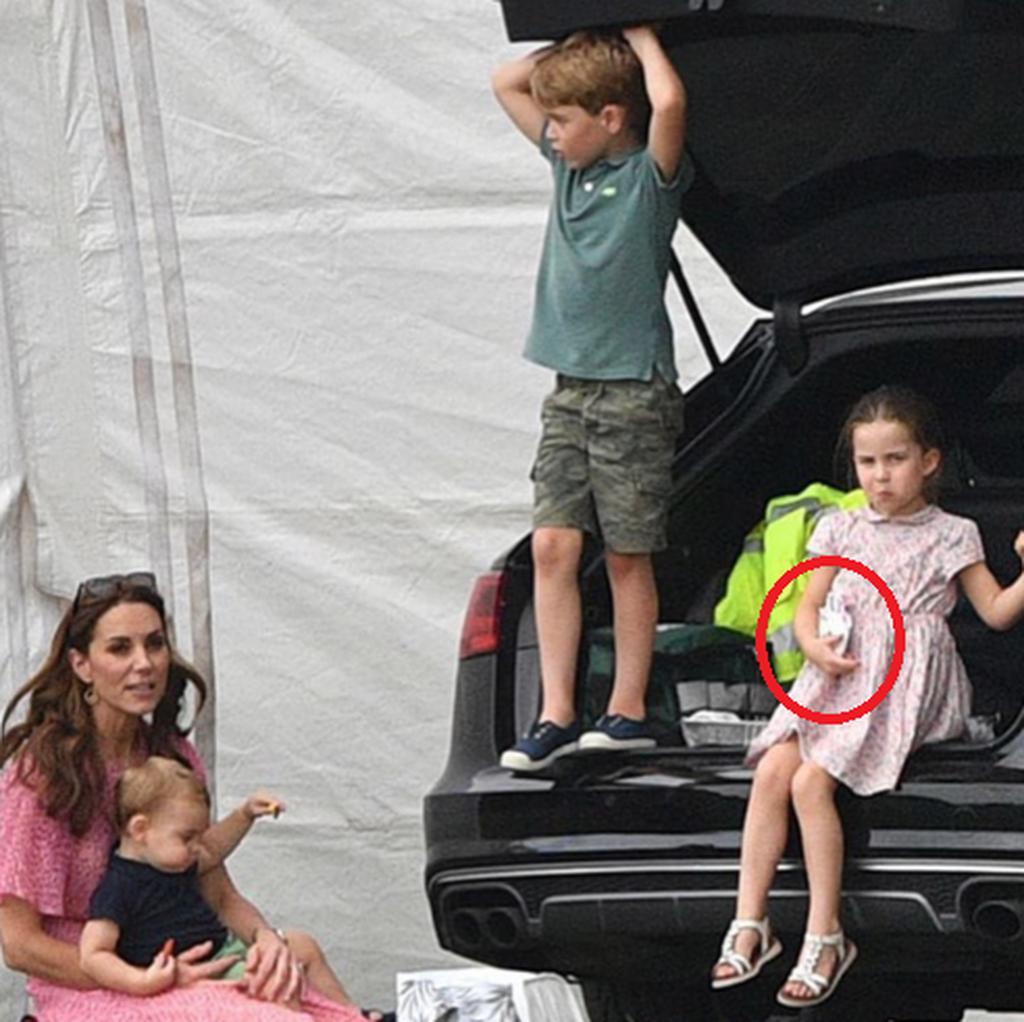Το νέο παιχνίδι της πριγκίπισσας Charlotte είναι μικρό, αστραφτερό & μπορείτε να το βρείτε κι εσείς