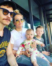 Η 32χρονη ηθοποιός έχει ακόμη έναν γιο. Τον 7 ετών Luca Cruz, από τον πρώην σύζυγό της Mike Comrie.
