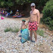 Μεταξύ άλλων οι δύο τους το καλοκαίρι καθαρίζουν την παραλία τους και παίζουν όμορφα καλοκαιρινά παιχνίδια!