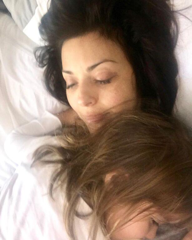 Η Σίσσυ Φειδά ανα περιόδους ανεβάζει αρεκτές φωτογραφίες με την κόρη της.