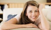 Η σχέση συναισθημάτων και ορμονών είναι αμφίδρομη. Και άρρηκτα συνδεδεμένη. Κάθε παράγοντας που επηρεάζει την παραγωγή των ορμονών και τα επίπεδά τους στο αίμα, θεωρητικά άλλα και πρακτικά μπορεί να επηρεάσει το συναίσθημα. Αντίστροφα, το συναίσθημα, το στρες, η ψυχική αλλά και η βιολογική υγεία, μπορεί να επηρεάσουν την παραγωγή των ορμονών από τους ενδοκρινείς αδένες.