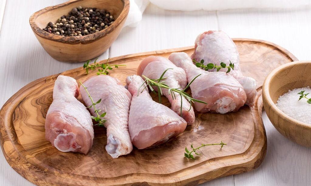 Πουλερικά και κόκκινα κρέατα / Το κρέας είναι μια εξαιρετική πηγή πρωτεΐνης και μια καλή πηγή θρεπτικών συστατικών όπως ο σίδηρος και ο ψευδάργυρος. Περιέχει επίσης μια μικρή ποσότητα βιταμίνης D. Όταν το μωρό σας είναι έξι μήνες ή επτά μήνες, τα αποθέματα σιδήρου που δημιούργησε όταν ήσασταν  έγκυος αρχίζουν να εξαντλούνται. Έτσι είναι σημαντικό να εισάγετε άλλες πηγές σιδήρου στα γεύματά του.