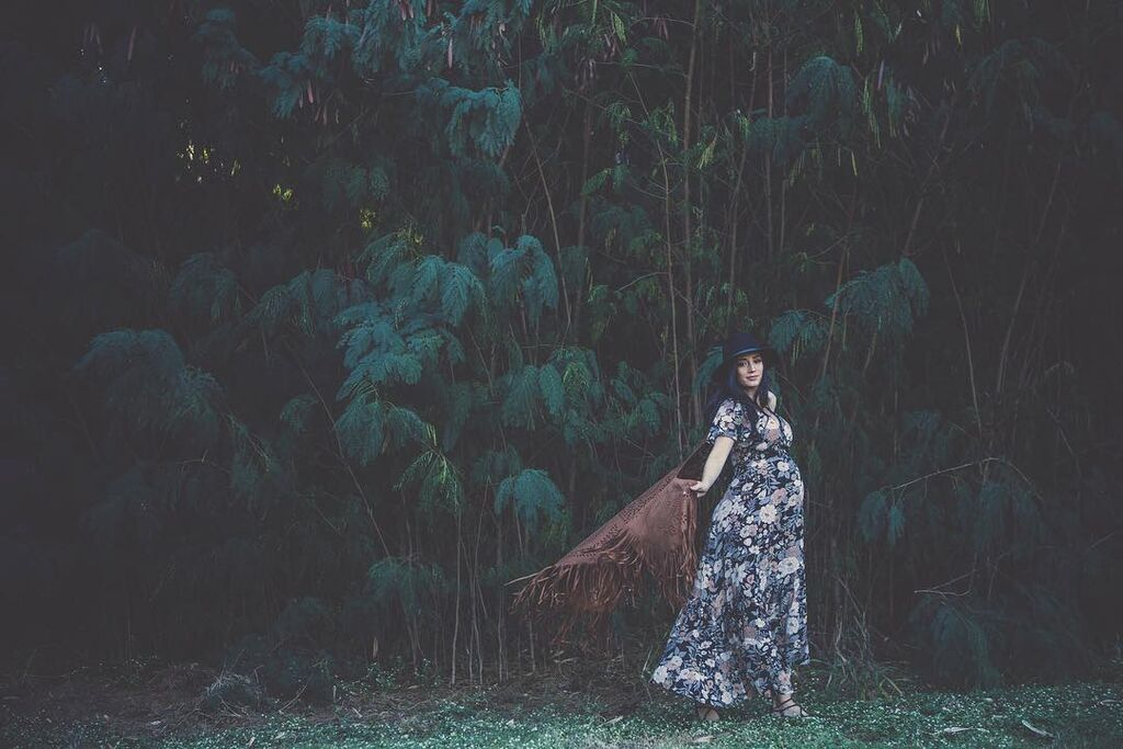 Γυναίκες φωτογραφίζονται με φουσκωμένη κοιλίτσα και γιορτάζουν την εγκυμοσύνη τους (pics)
