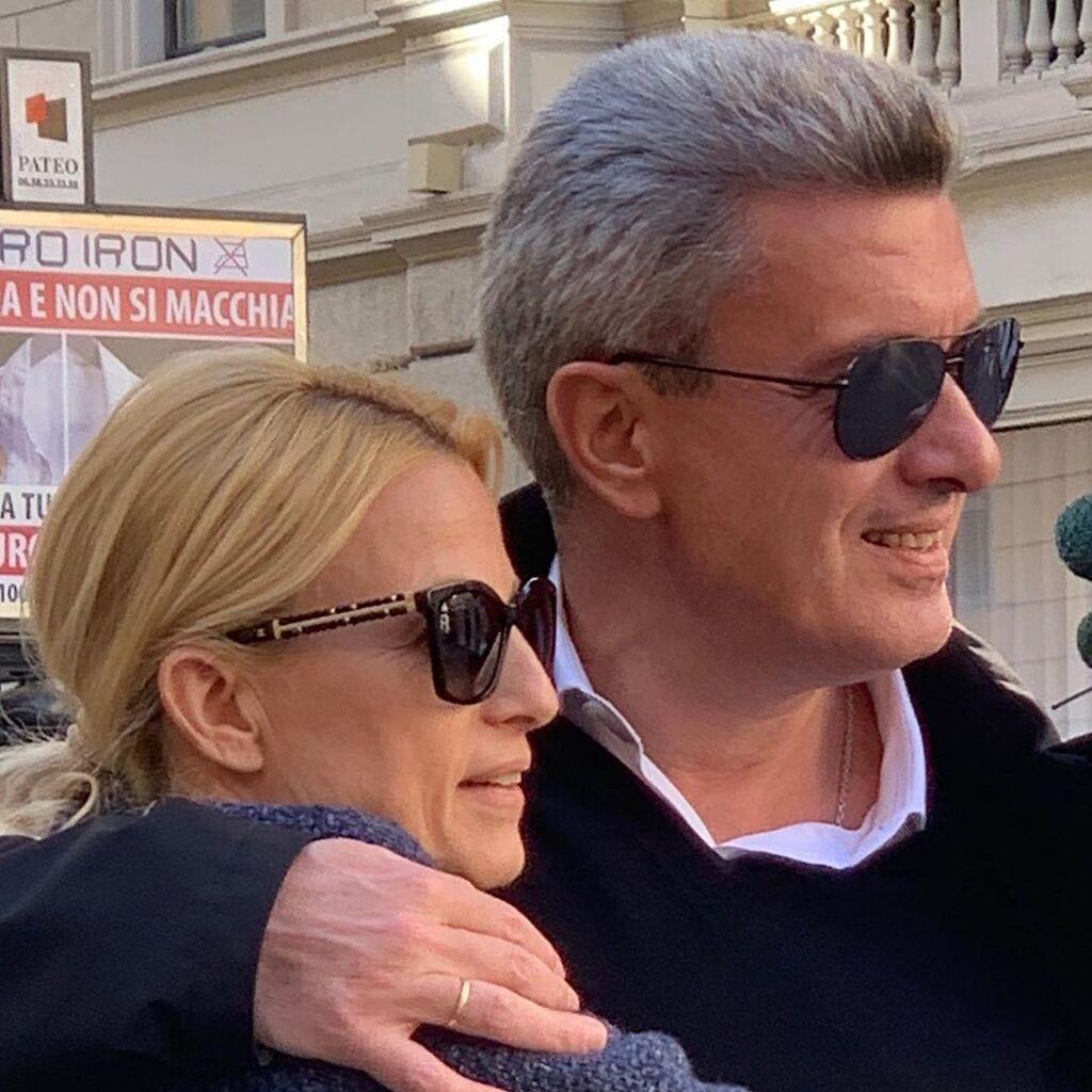 O Νίκος Χατζηνικολάου, έχει δημιουργήσει μια υπέροχη και ευτυχισμένη οικογένεια με την Κρίστυ Τσολακάκη.