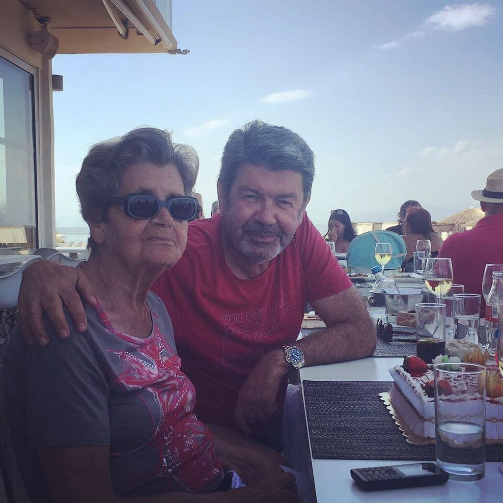 Η μητέρα του Γιάννη Λάτσιου έχει γενέθλια ανήμερα της Παναγίας. Και ο γιος της κάθε χρόνο τέτοια εποχή δημοσιεύει μια φωτογραφίες της. Εδώ στις 15 Αυγούστου του 2017