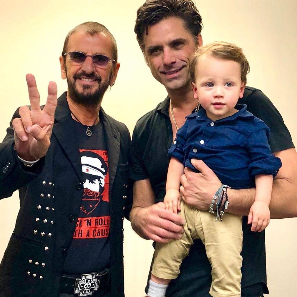 John Stamos: Ξετρελαμένος με το γιο του και ιδού οι αποδείξεις  (pics)