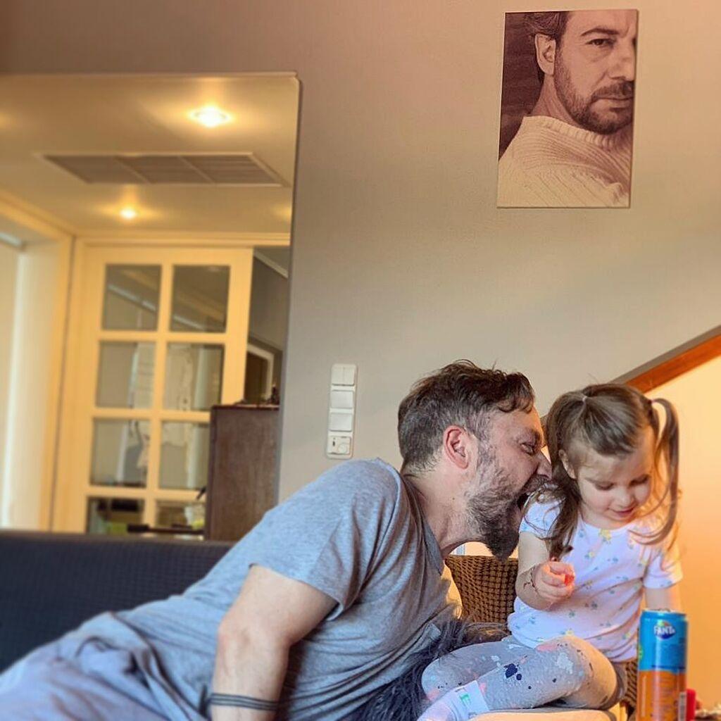 Γιάννης Βαρδής: Η τρυφερή σχέση με την κόρη του μέσα από φωτογραφίες (pics)