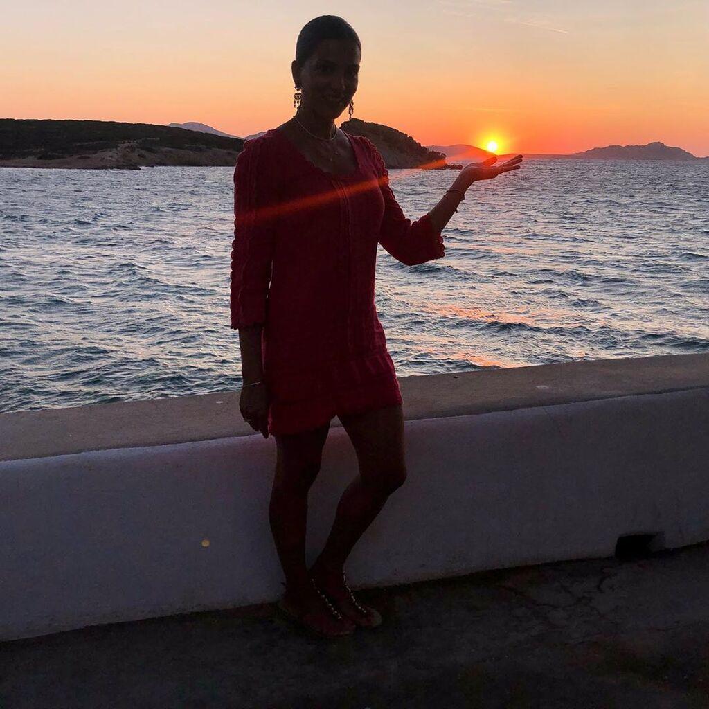 Από τις αγαπημένες της ώρες είναι αυτή , όταν ο ήλιος δύει.