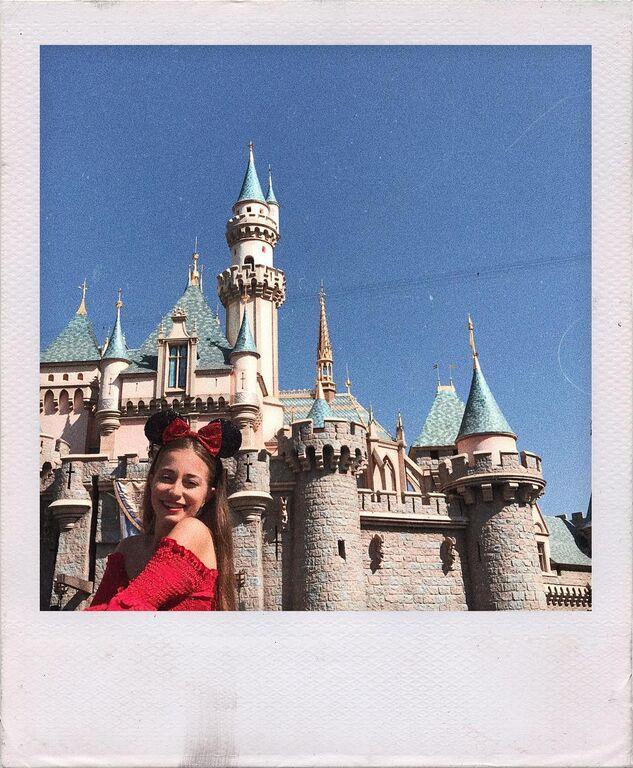 Γνωρίστε την Ελισάβετ - Το κορίτσι που είναι performer στην Disneyland στο Παρίσι (pics)