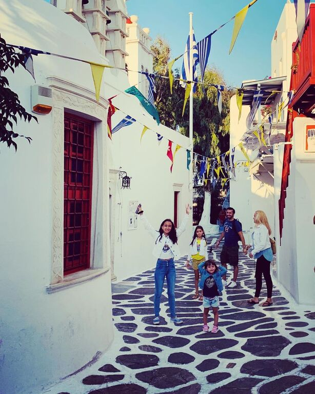 Θάνος Πετρέλης: Φωτογραφίες από τις οικογενειακές διακοπές στην Μύκονο (pics)