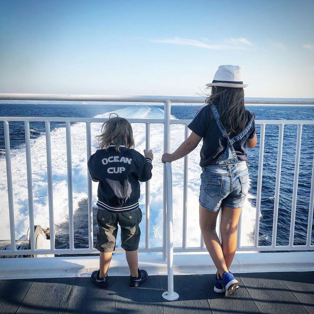H Κατερίνα Καραβάτου και ο Κρατερός Κατσούλης το καλοκαίρι απόλαυσαν ξέγνοιαστες στιγμές με τα παιδιά τους.