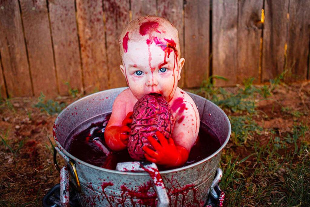 Μητέρα μεταμόρφωσε το μωρό της σε zombie και οι φώτο της προκάλεσαν τον τρόμο στο διαδίκτυο (pics)