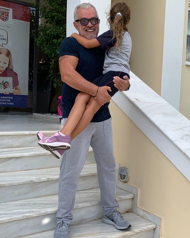Όσοι παρακολουθείτε τον Γιώργο Λύρα στα social media θα έχετε προσέξει ότι ταξιδεύει πολύ με την κόρη του.