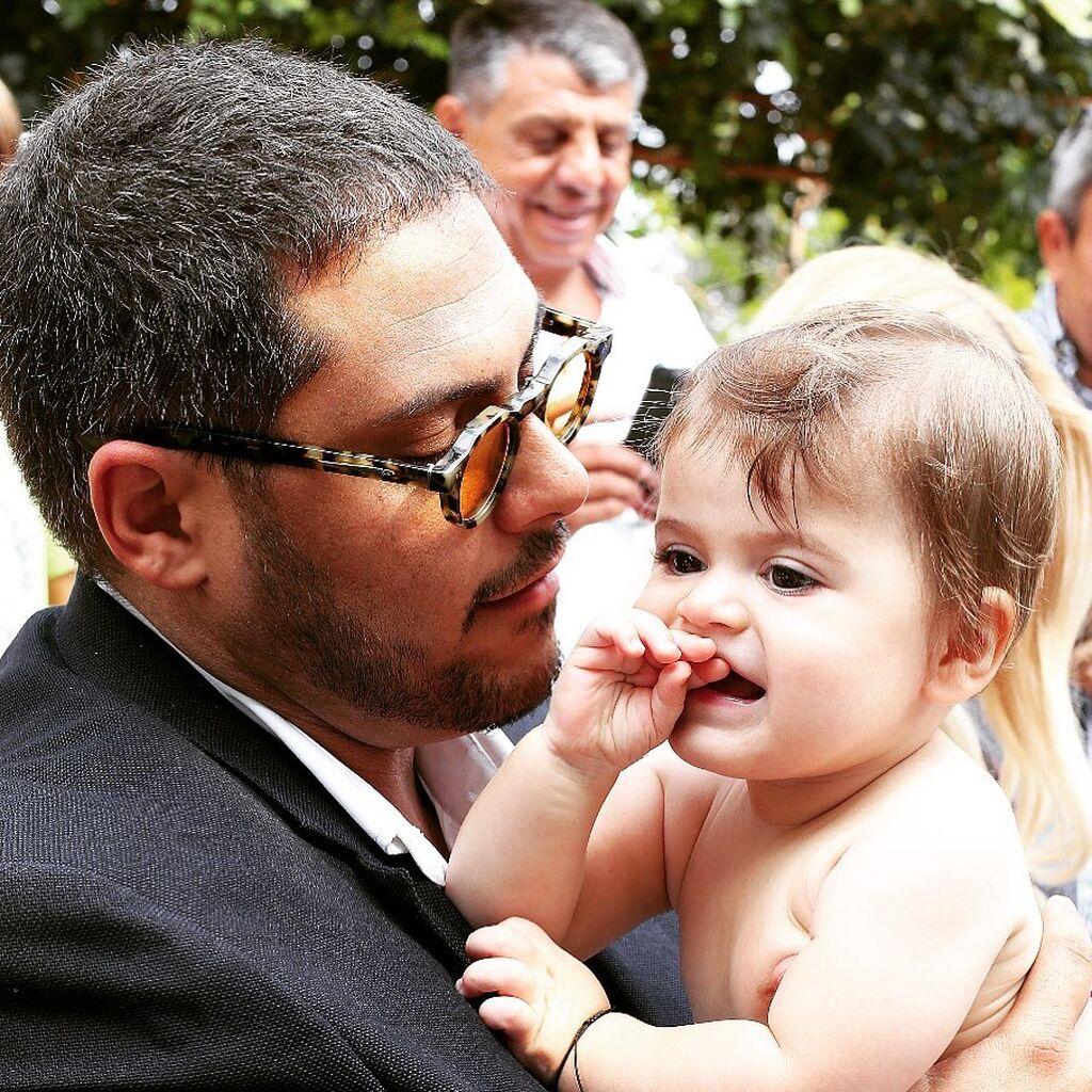 Ο Αθηναγόρας Κωστάκος μαζί με την σύντροφό του Άντζυ Μπαρτσόκα έχουν δύο παιδιά.