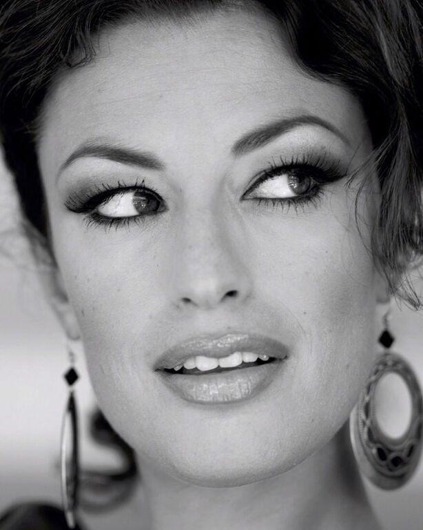 Η Δωροθέα Μερκούρη είναι μία πολύ όμορφη γυναίκα και μία ταλαντούχα ηθοποιός & μοντέλο.