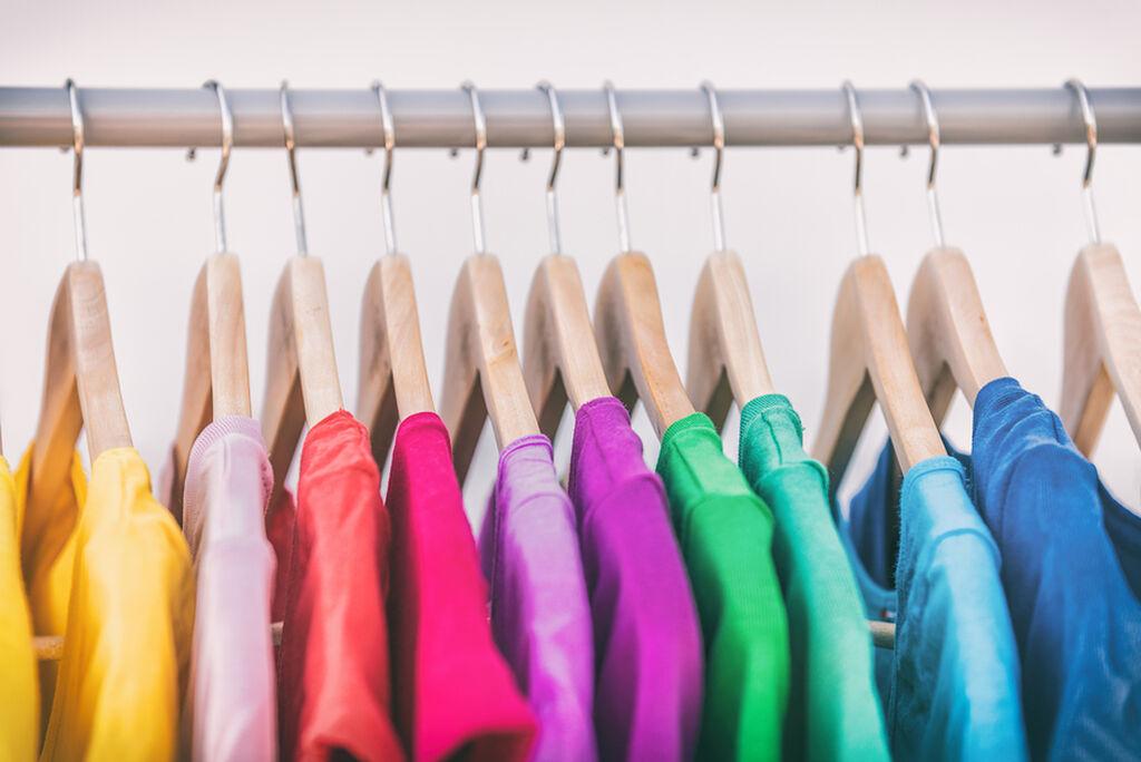 Όλοι θέλουμε τα ρούχα μας να μυρίζουν όμορφα όταν τα φοράμε. Τι μπορούμε να κάνουμε για να το πετύχουμε;
