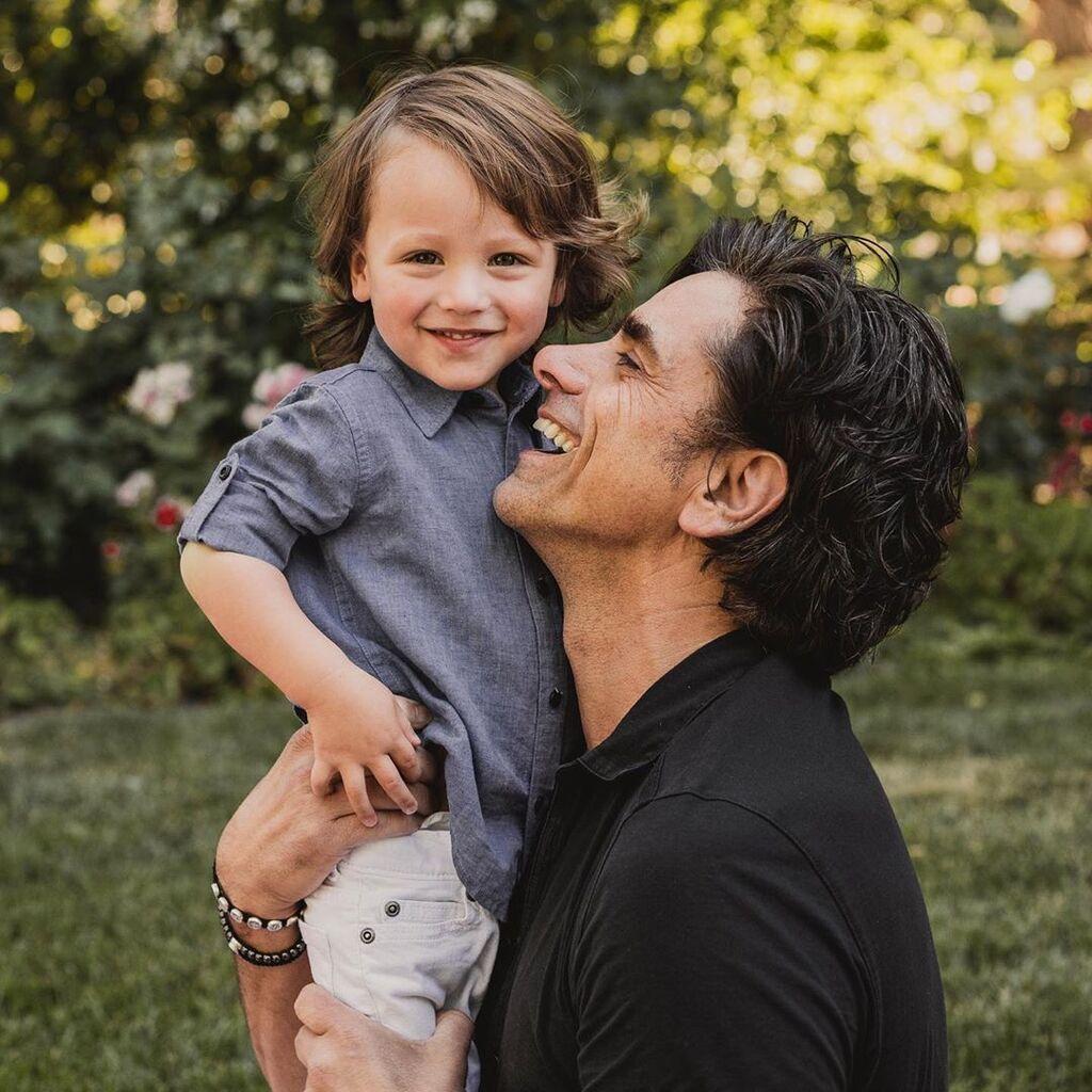 Δείτε πόσο μεγάλωσε ο γιος του John Stamos (Pics)