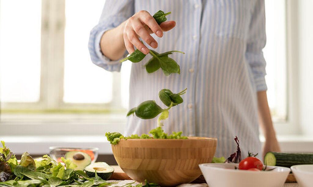 α λαχανικά, που θα καταναλώσετε πρέπει, αν δεν είναι ψημένα, να είναι πολύ καλά πλυμένα. Ειδάλλως ελλοχεύει ο κίνδυνος για λοίμωξη από Τοξόπλασμα.Συνεπώς, ίσως η βρώση ωμών λαχανικών να μην είναι ιδιαίτερα καλή ιδέα στο πασχαλινό τραπέζι.