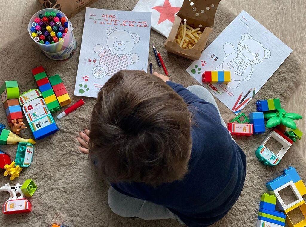 Σία Κοσιώνη: Ζωγράφισε με τον γιο της Δήμο - Οι φωτογραφίες που δημοσίευσε (pics)