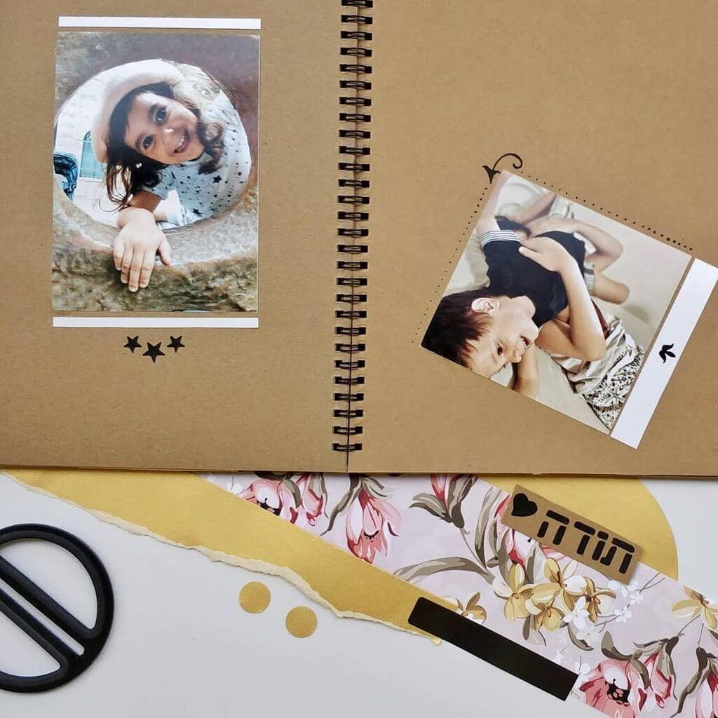 Φτιάξτε ένα άλμπουμ με φωτογραφίες σας - Εάν δεν έχετε κάποιο κενό άλμπουμ στο σπίτι μπορείτε να δημιουργήσετε ένα αξιοποιώντας κάποιο τετράδιο που έχετε σπίτι. Βάλτε κοινές σας φωτογραφίες από την παιδική σας ηλικία μέχρι και σήμερα και διακοσμήστε το όπως σας αρέσει. Πηγή φωτογραφίας: Instagram @soul.soulandpaper