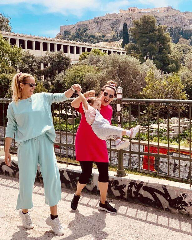 Αδερφές Πανταζή: «????? ?????? ???? ?????? ????? ??????????..» Βόλτα κάτω από την Ακρόπολη.